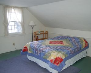 Townshend house photo - Upstairs bedroom with queen bed