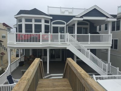 Ocean Side Facing, 3 levels of decking (Roof Deck) with spectacular beach views