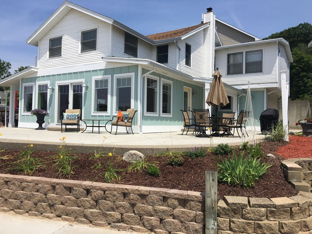 Grand haven 39 s newest beachfront vacation vrbo for 10 bedroom vacation rentals in michigan