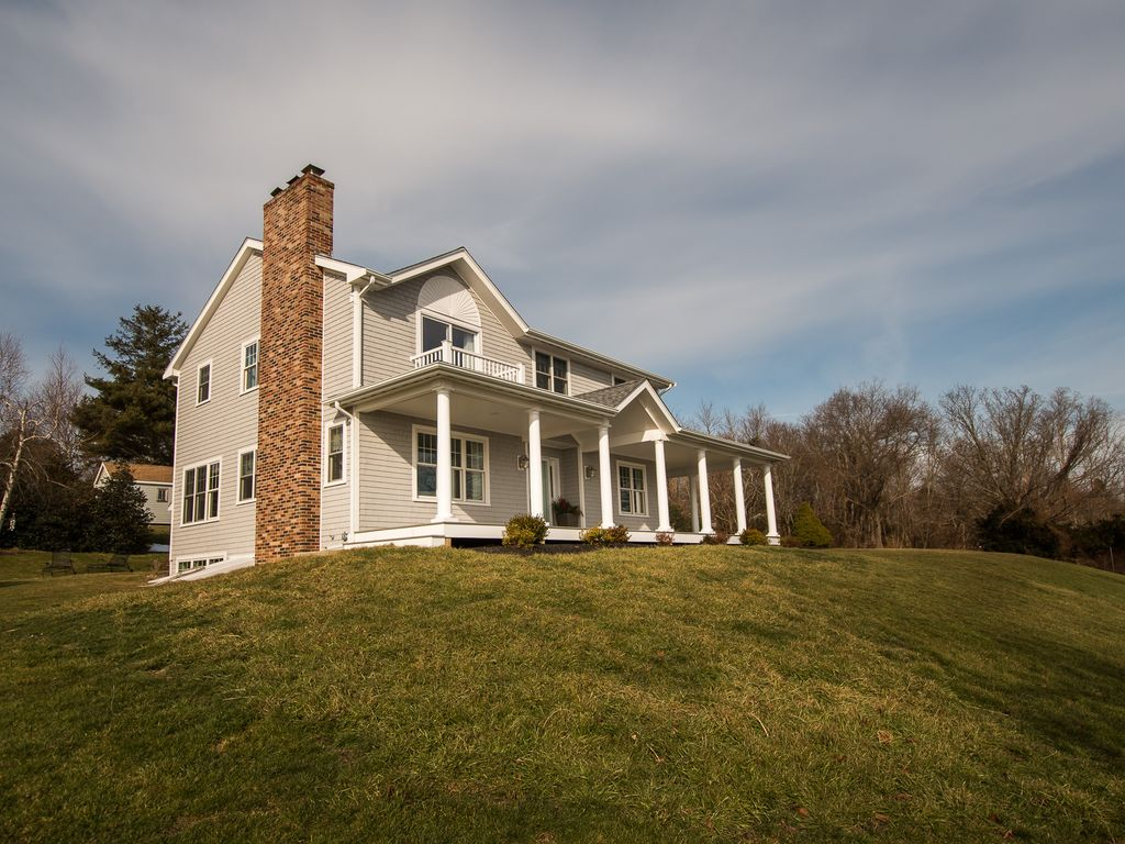 Seaside retreat large 4 br home homeaway newport and - Large summer houses energizing retreat ...