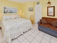 Sea Rocket #16 - Freshly Updated 2nd Floor Unit with New Kitchen! Free WiFi!