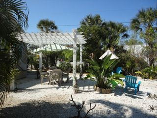 Fort Myers Beach cottage photo - Great backyard for Barbeques!
