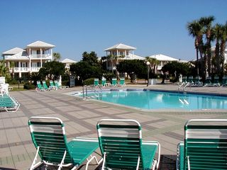 Emerald Shores house photo - Main Pool Seasonally Heated - 4 houses away