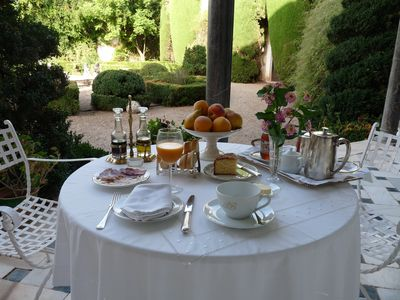 A delicious breakfast in the country home garden