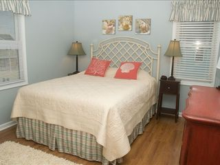 Emerald Isle cottage photo - Queen bedroom with pillowtop mattress