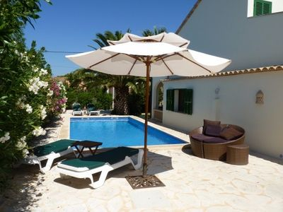 Quietly located villa with 3 terraces, a 5 minute walk from the beautiful beach