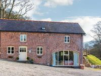 TY IFA, pet friendly, luxury holiday cottage in Llangollen, Ref 21229