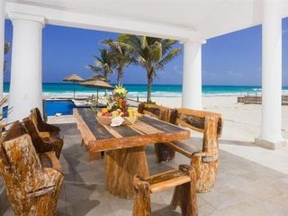 Playa del Secreto villa photo - Outdoor Family Dining Area