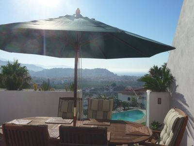 Dreamlike apartment with garden, pool and great views over the old town and the sea