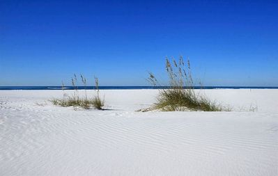 YES>>>>>the sand is this white...simply incredible