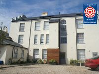 Ideal seaside apartment, parking   2 minute walk to the beach  Family friendly