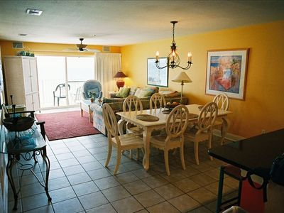 Extraordinarily large living area! Enjoy a family breakfast or lunch.