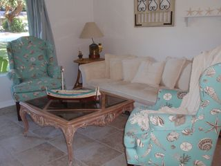 New Smyrna Beach cottage photo - Comfortable livingroom with HD Plasma TV, cable and DVD!