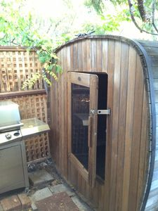 Private Hot rock sauna in private courtyard fenced in & BBQ