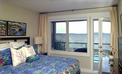 Nanaimo condo rental - Second Bedroom - King Bed - Private Deck - Panoramic view of Ocean and pool
