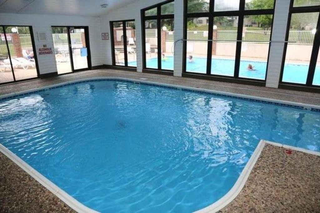 Beautiful remodeled luxury condo heart of vrbo for Branson mo cabins with indoor pool