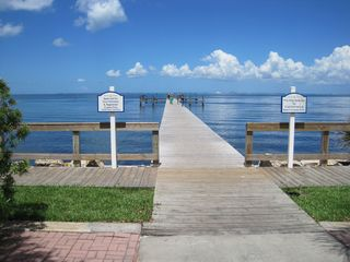 Ruskin townhome photo - Enjoy pier fishing