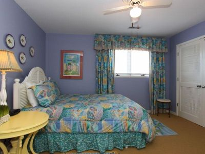 Isle of Palms villa rental - Queen Guest Room