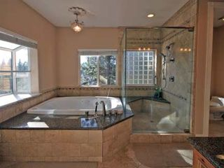Black Bart house photo - Master bathroom complete with duel shower heads and jacuzzi tub.