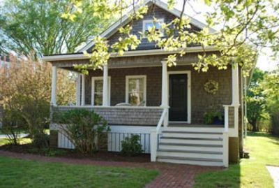 North Liberty Street home with large sunny backyard. Walk to Main St, beaches!!!
