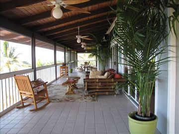 Relaxing & inviting screened lanai