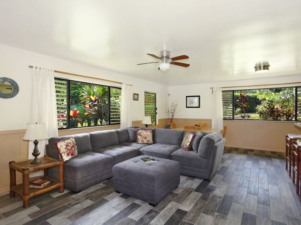 Ocean Living Room Hale Kai Kalani Ocean Views In Kilauea Ac In Living Room Master