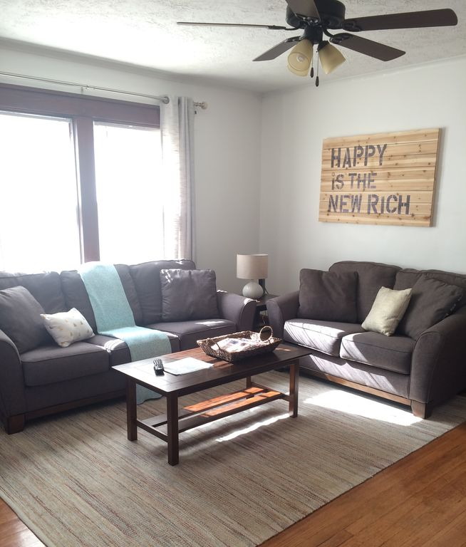 NEW! Cheerful Little Home Near Downtown Des Moines