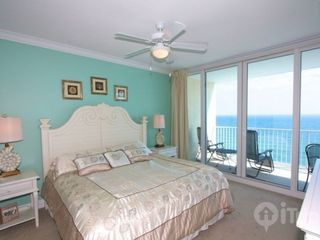 Gulf Shores condo photo - Master bedroom with king bed