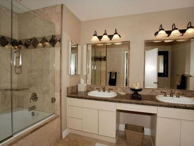 La Quinta condo rental - Master Bath with Beautiful Stonework in the Shower and Granite Counters !!!