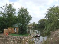 ISLAND YURT, romantic, luxury holiday cottage in Beckford, Ref 903586