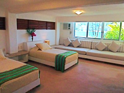 2 twin beds with 2 sofa beds