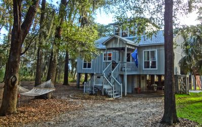 Beautiful Lowcountry cottage on bold tidal creek. Panoramic marsh view from deck