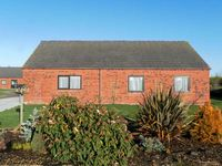 POUND COTTAGE, pet friendly, with a garden in Riccall , Ref 4010
