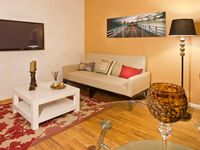 Fifth Ave Dream Apt, Live Like In The Movies, Steps Time Square