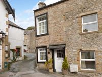 BLACK HORSE COTTAGE, romantic in Giggleswick, Ref 916487