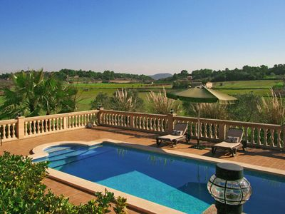Detached house with private pool and panoramic views located on the outskirts