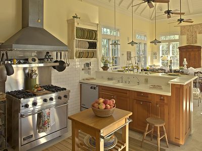 Beautiful open kitchen. Perfect for entertaining.