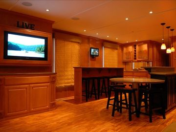 Hot Springs house boat rental - DirecTV with 11 flat panel televisions