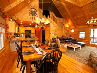Blue Ridge cabin photo - Warm Inviting Cabin
