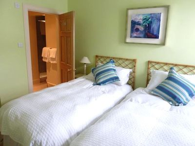 Double Bedroom (2 Singles or 1 Double Bed)