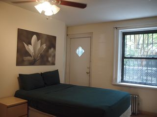 Brooklyn townhome photo - Queen size bed and ceiling fan