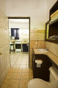 The 'Blue' cabina's large private bathroom.