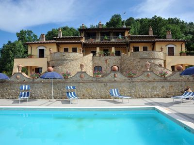 Rustic country house in the green hills of Umbria with swimming pool