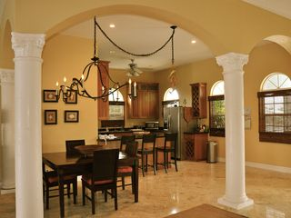 Grand Bahama Island villa photo - Dining and Kitchen Area
