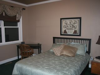 Auburn house photo - #3. Serenity Room- Downstairs Queen Bed perfect for the stair challenged!