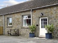 STABLE COTTAGE, family friendly, with a garden in Belford, Ref 1996