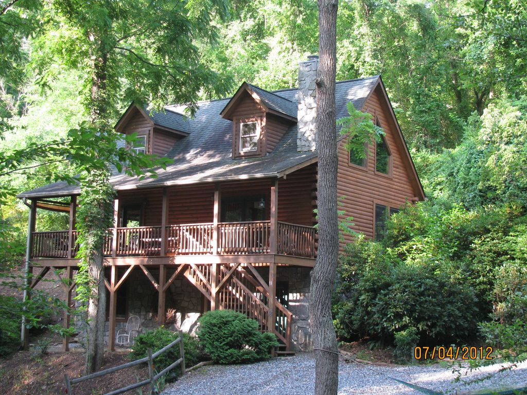 Beautiful acorn cabin dog friendly 10 min vrbo for Asheville cabin rentals pet friendly