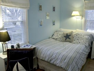 Milford house photo - The 'Blue' guest room with double bed and desk.