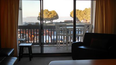 Lake View Lake Front Condo#3-Private Beach, Pool, Hot Tub, Tennis Court, Grills