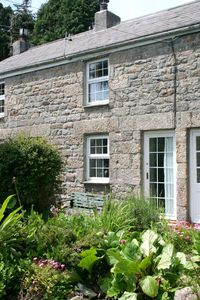 Whitecross cottage rental - Front of property with large private garden